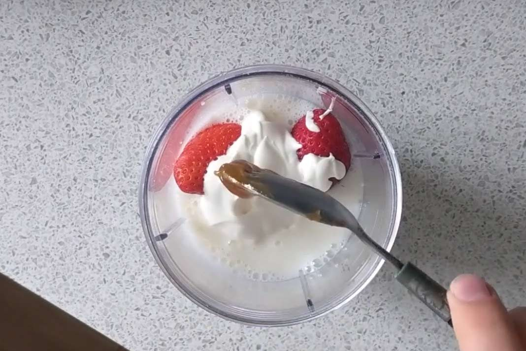 cbd strawberry smoothie